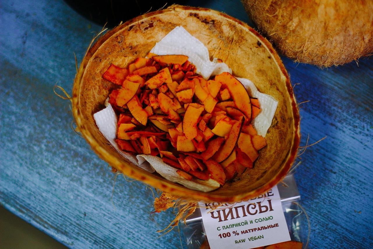 Чипсы кокосовые с паприкой и солью, 30г